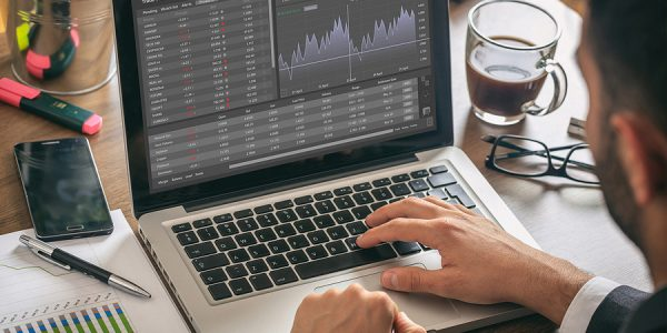 Investor Using The Best Trading Stock App From HALO Technologies
